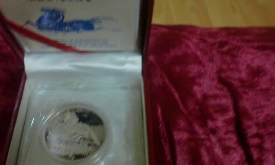 售1990年一盎司马年纪念银币