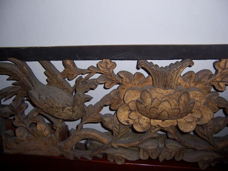 清代高浮雕鎏金漆双喜临门木雕   清代木雕,雕有两只凤凰,中间一个