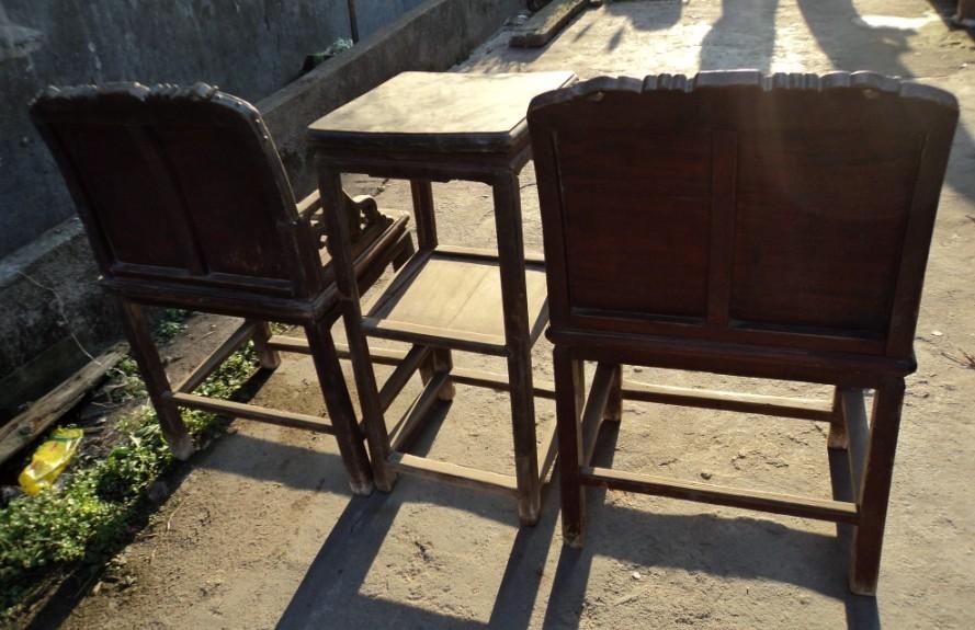 有象形字木雕桌椅三件套