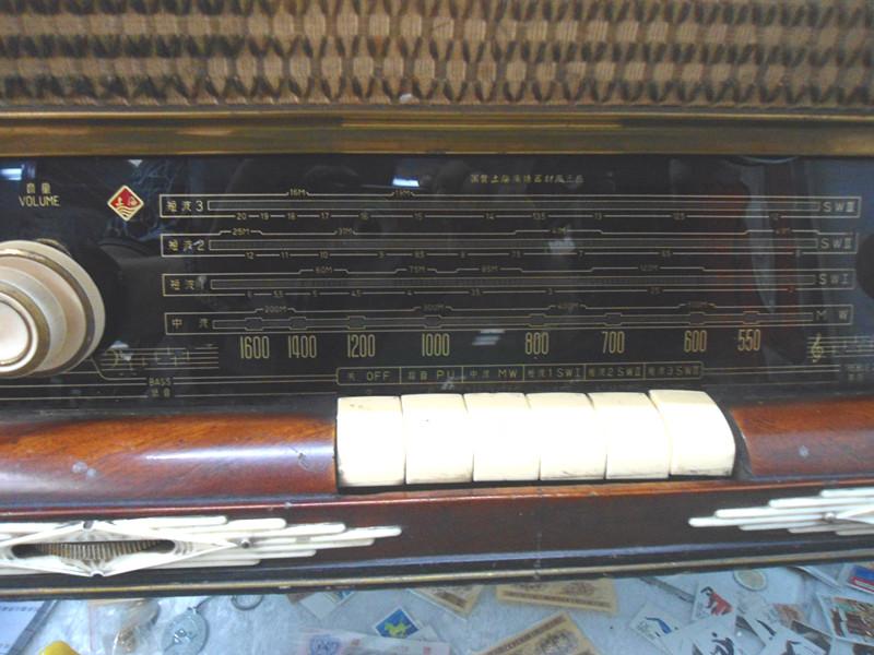出售:上海132-1电子管收音机