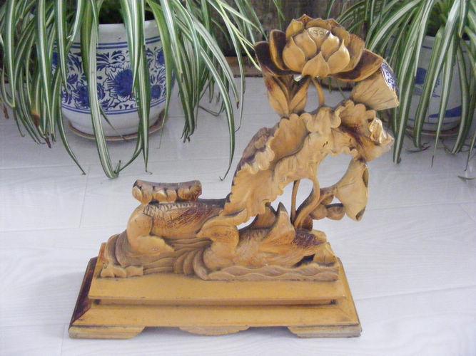 荷花鸳鸯木雕