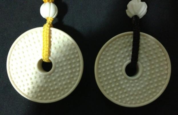 古玩竹木雕漆器 →售:象牙-情侣平安扣-一对