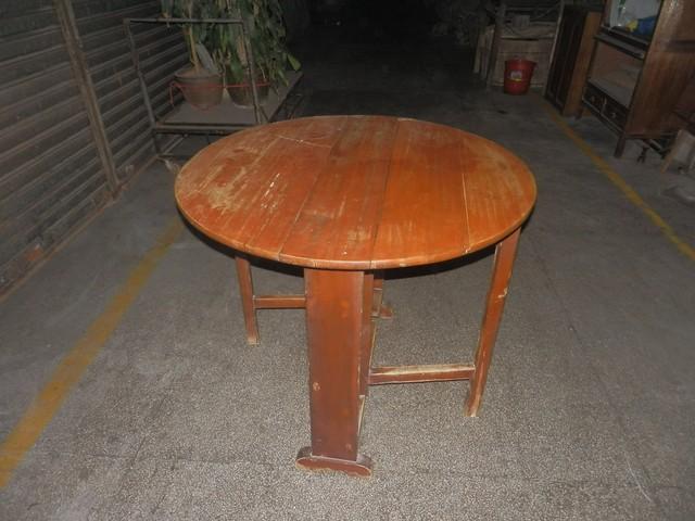 旧香樟木家具一批,有大衣柜,梳妆台,四屉柜,饭桌
